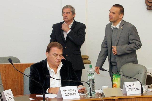 Výběrová komise ani po sedmi hodinách nevybrala z pěti uchazečů nového ředitele divadla