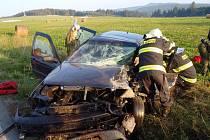 Při nehodě mezi Svojšínem a Řebřím se zranilo pět lidí. Dva z nich musela odvézt letecká záchranná služba