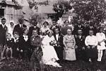 Karolina Čermáková, rodina na svatbě rodičů.