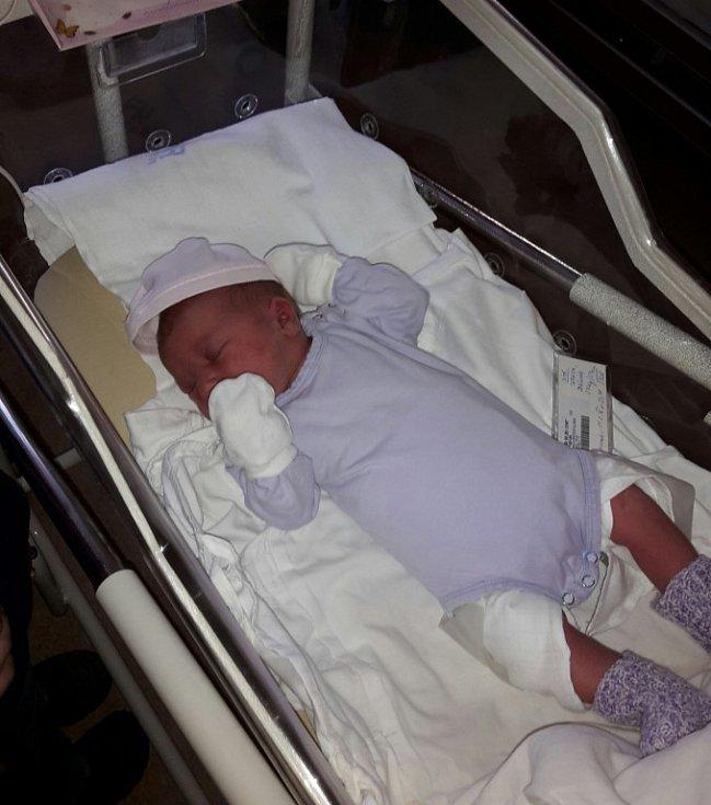 Terezka Žáková se narodila 11. února 32 minut před půlnocí v plzeňské fakultní nemocnici mamince Iloně a tatínkovi Stanislavovi. Po příchodu na svět vážila sestřička Gabrielky 3720 gramů a měřila 51 centimetrů