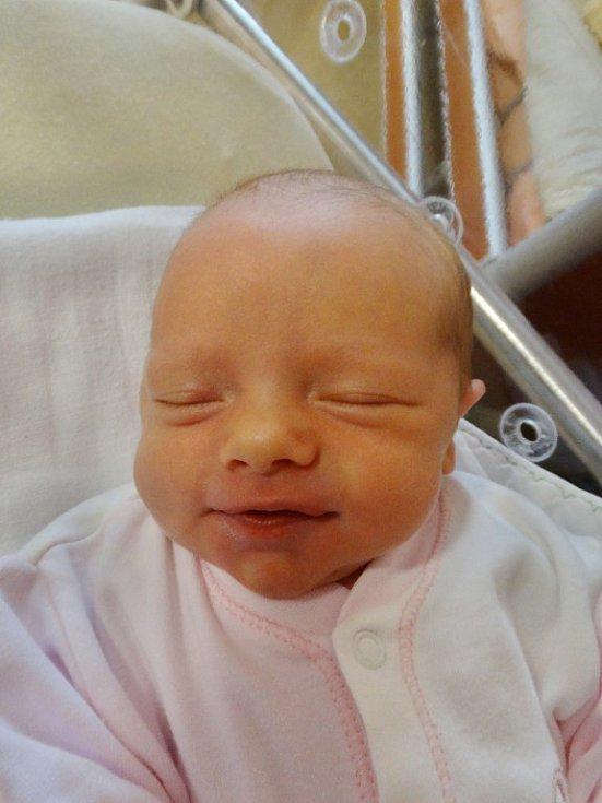 Nikola Konopásková se narodila 24. ledna v5:19 mamince Štěpánce a tatínkovi Mílovi zHadačky. Po příchodu na svět vplzeňské FN vážila jejich prvorozená dcerka 2890 gramů a měřila 48 centimetrů.