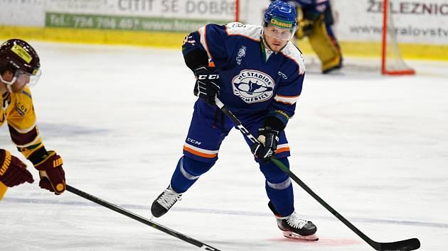 Patrik Marcel (na snímku s pukem na hokejce).
