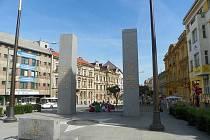 V Plzni je míst vděku Američanům celá řada. Nejznámější je památník Díky, Ameriko! v křižovatce Klatovské a Americké třídy sestávající ze dvou žulových pylonů a odhalený v roce 1995.