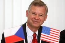 Richard W. Graber ve čtvrtek v Plzni seznámil novináře a zástupce cestovních kanceláří  s novými podmínkami pro cestování do USA