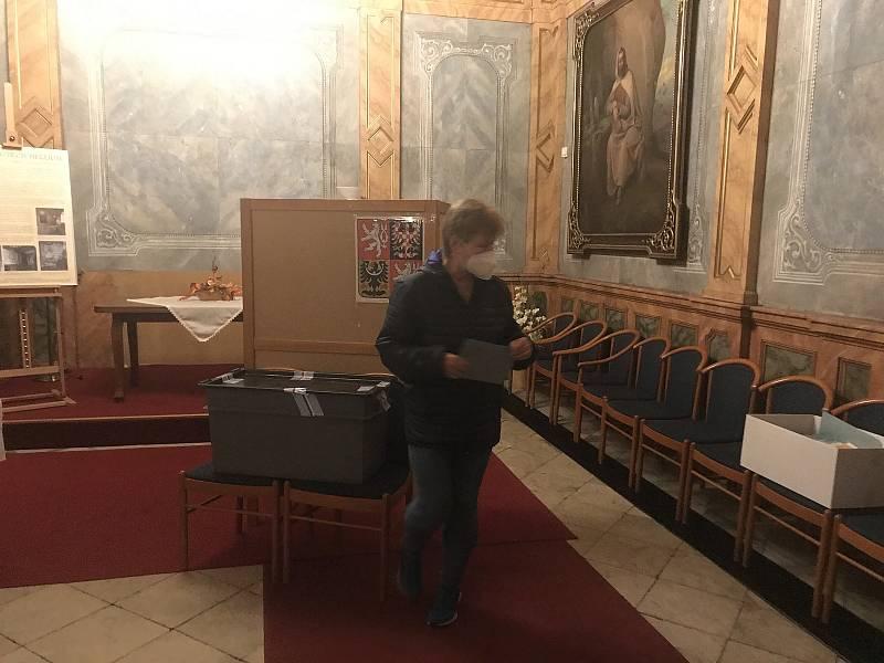 Komise sídlila přímo v síni zámku Hradiště
