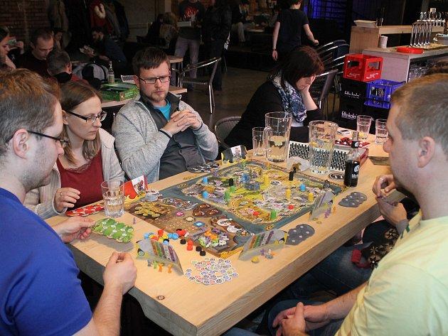 V Café Papírna se v sobotu večer sešli hráči deskových her