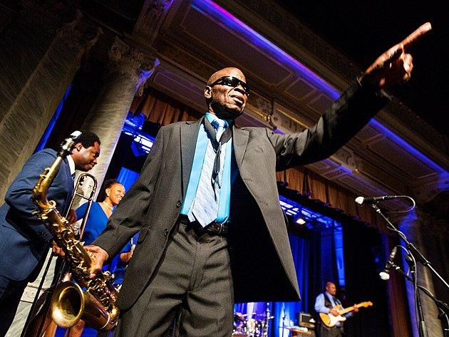 Legendární americký saxofonista a král funku Maceo Parker vystoupil 9.11.2014 ve zcela vyprodané Měšťanské besedě
