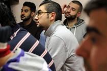 Muslimové žijící v Plzni v pátek v lochotínské modlitebně odmítli teroristickou akci islamistů