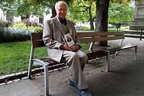 Pravnuk Emila Škody Petr Fait s knihou Sága rodiny Škodů.