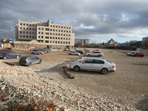 Na místě po bývalém Domě kultury Inwest je dnes pouze parkoviště