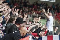Fanoušci Viktorie Plzeň podporují svůj tým v utkání proti Bohemians