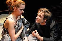 Klára Krejsová a Petr Konáš při zkoušce hry Amazonie na klubové scéně Divadla J. K. Tyla v Plzni.  Premiéra je v sobotu