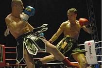 Finálový zápas mezi Jiřím Žákem (vlevo) a slovenským reprezentantem Tomášem Šenkýřem nabídl strhující podívanou