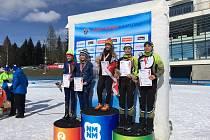 Karolína Nyklesová a Denisa Brunátová z Elánu Zruč (zprava) si na mistrovství ČR v biatlonu žactva vybojovali bronz v závodech štafet.