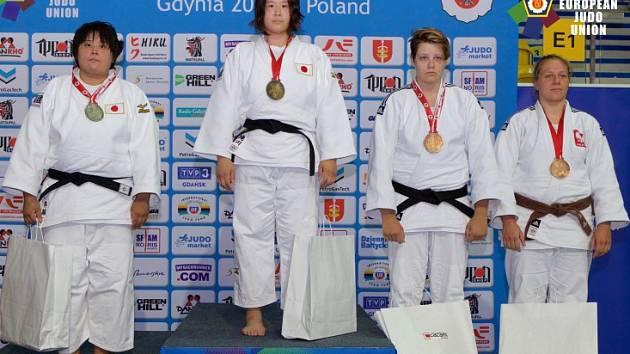 Nad síly plzeňské mladé plzeňské judistky Markéty Paulusové (druhá zprava) byly na Evropském poháru v polské Gdyni jen reprezentantky Japonska