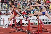 Aletika provází každý den olympiády. Na středečním programu byly také rozběhy na 60 metrů překážek mladších žákyň a v nich se blýskla Barbara Píchalová v barvách pořádajícího Plzeňského kraje. Ta postoupila do dnešního finále ve výborném čase 9,57 vteřiny