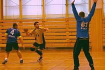 V posledním utkání semifinálové skupiny porazil Újezd  tým Nýřan, oba týmy však měly postup do finále již zajištěn. Na snímku střílí na gólmana Nýřan Pavel Titl z Újezdu