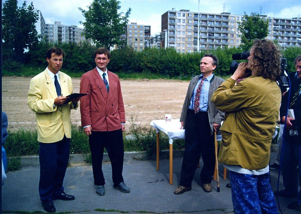 Ivan Hlaváček (nalevo) při zahájení stavby Edeky na Lochotíně. Foto: archiv InterCory
