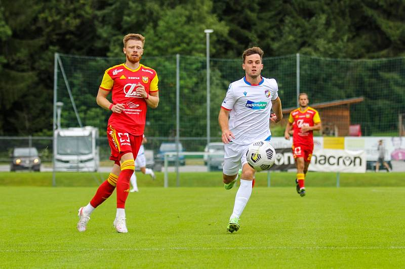 Pavel Bucha absolvoval celou přípravu, v Rakousku nastoupil i v generálce proti ruské Tule, ale úvod sezony zmeškal kvůli svalovému zranění.