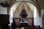 Interiér kostela sv. Ambrože.