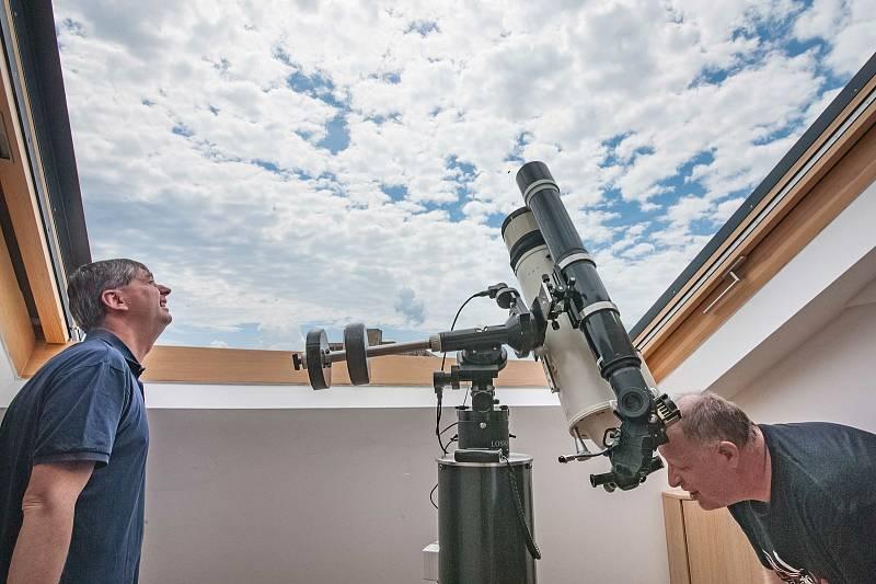 Pozorování zatmění slunce v plzeňské hvězdárně.