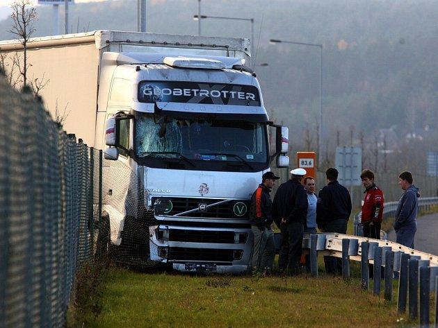 Nehoda kamionu na dálnici D5 nedaleko od Šlovic