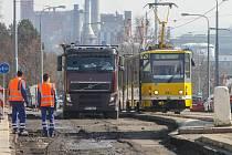 Rekonstrukce tramvajové tratě ve Skvrňanech.