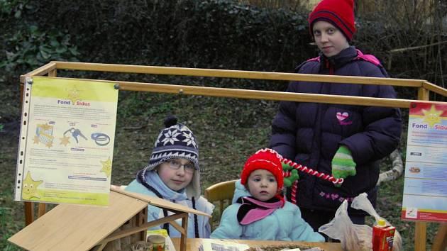 Na farní zahradě ve Vrčeni se uskutečnil vánoční jarmark, který uspořádala pro veřejnost Základní škola ve Vrčeni. Výrobky připravili žáci se svými rodiči. Akci si nenechaly ujít téměř dvě stovky lidí