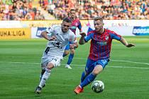 V OLOMOUCI zakončí fotbalisté Viktorie Plzeň základní část FORTUNA:LIGY, kapitán Jakub Brabec na snímku z prvního vzájemného zápasu, v němž jeho tým vstoupil do ligy výhrou 3:1.