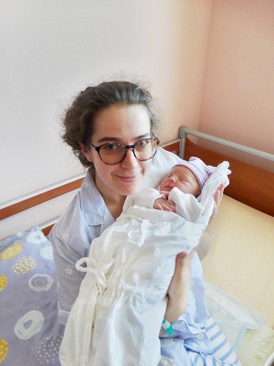 Leontýna Lunterová se narodila 9. května v7:41 mamince Marušce a tatínkovi Honzovi zAše. Po příchodu na svět vplzeňské FN vážila jejich prvorozená dcerka 3000 gramů a měřila 48 centimetrů.