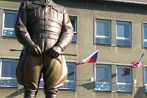 Socha generála Pattona v Dýšině.