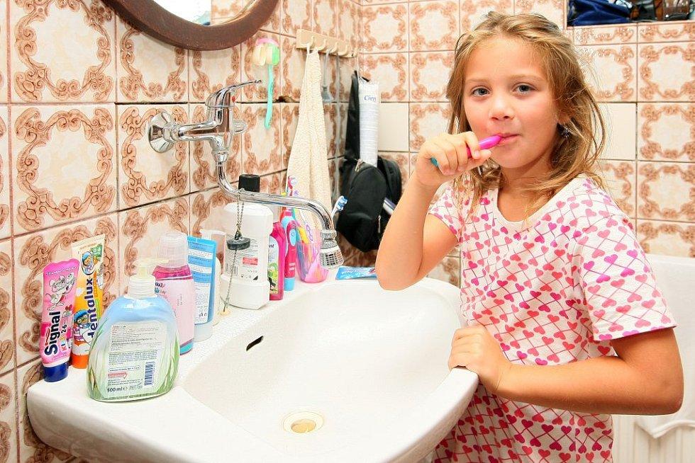 Vstávala o hodinu dřív a po snídani se hned hrnula do koupelny.
