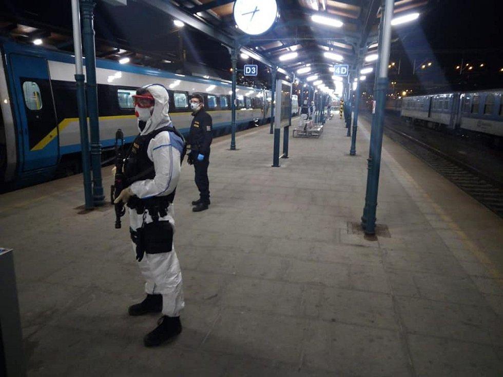 Zásah policie a zdravotníků na nádraží v Plzni