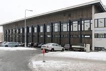 Parkoviště u bazénu na Slovanech bude zdarma jen pár hodin pro plavce, ostatní budou platit