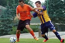 Fotbalisté Senka Doubravky (hráč vpravo) přehráli v předkole Poháru FAČR Lomnice vysoko 5:1. V dalším kole narazí na Dynamo České Budějovice.