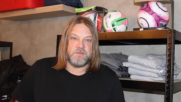 Radek Motlík ve svém obchodě na Slovanech.