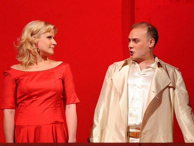 V tragické roli milující a obětující se Gildy vystoupí maďarská sopranistka Ildikó Szakács a vroli neřestného Vévody mantovského Francouz Paul Gaugler