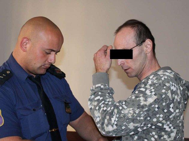 Muž ze Sokolovska stanul před soudem za znásilnění