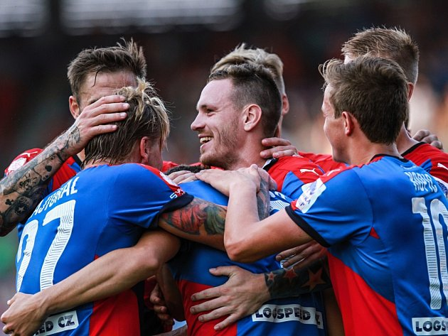 Budou takto fotbalisté Viktorie slavit i v nadcházejících zápasech Evropské ligy?
