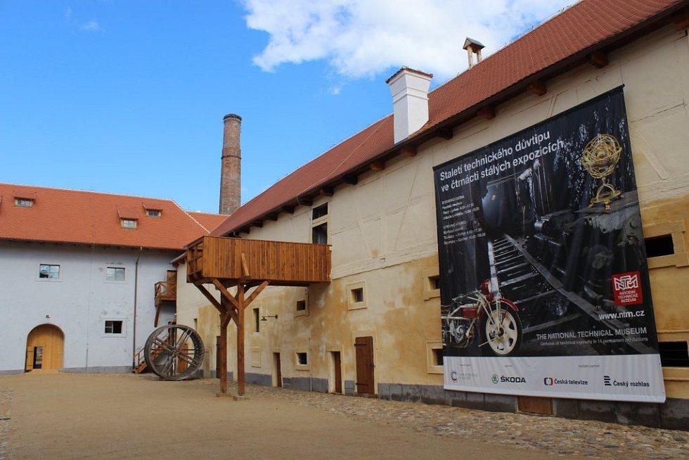 Bývalý hospodářský dvůr se stal Dvorem stavebních řemesel ausídlila se v něm také Městská knihovna Plasy. Podle ředitele Národního technického muzea Karla Ksandra je otevření centra významným mezníkem