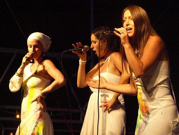 Na ulici: Koncert kapely Yellow Sisters na náměstí Republiky.