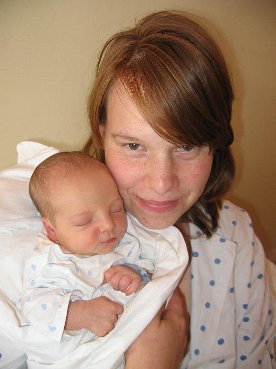 Martině Hošťakové a Romanu Rachnovi ze Svahů se 4. září deset minut před sedmou hodinou ráno narodil ve Stodské nemocnici prvorozený syn Honzík (3,00 kg/50 cm)