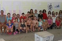 Mladí plavci pod vedením Jiřího Řezáče vytvořili nový český rekord ve štafetě na 100 kilometrů prsa, když tuto vzdálenost pokořili za 41 hodin a 58 minut.