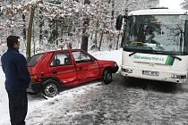 Jen lehkým zraněním skončila pondělní ranní nehoda za Plzní na výpadovce na Záluži