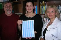 Nejlepší povídku k úvodu, který nabídla do soutěže literátka a bývalá ministryně spravedlnosti Daniela Kovářová (na snímku vpravo), napsala mladá Plzeňanka Eva Mottlová (uprostřed)