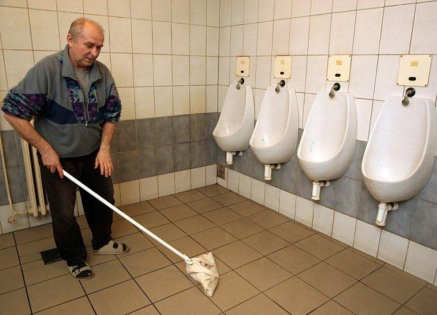 Rekonstrukce se dočká i interiér veřejných záchodků na náměstí Republiky.