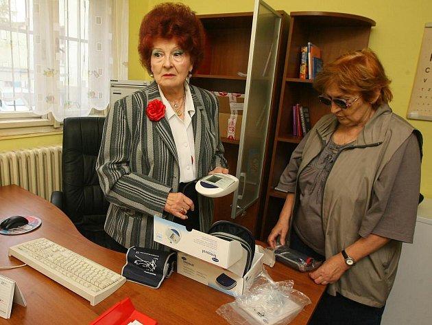 Doktorka Nina Richterová (vlevo) pracuje společně se zdravotní sestrou Markétou Humlovou v Poliklinice Bory. Každou středu bude nyní ošetřovat také lidi bez domova v ordinaci areálu Domova sv. Františka ve Wenzigově ulici