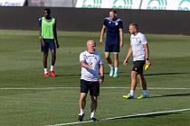 Trenér Michal Bílek na předzápasovém tréninku před zápasem s Dynamem Brest.