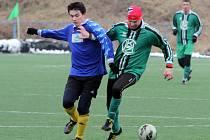 Chlumčany (zelené dresy) se mohly bodově dotáhnout na Rapid Plzeň, ale vzájemný zápas vyhrál Rapid