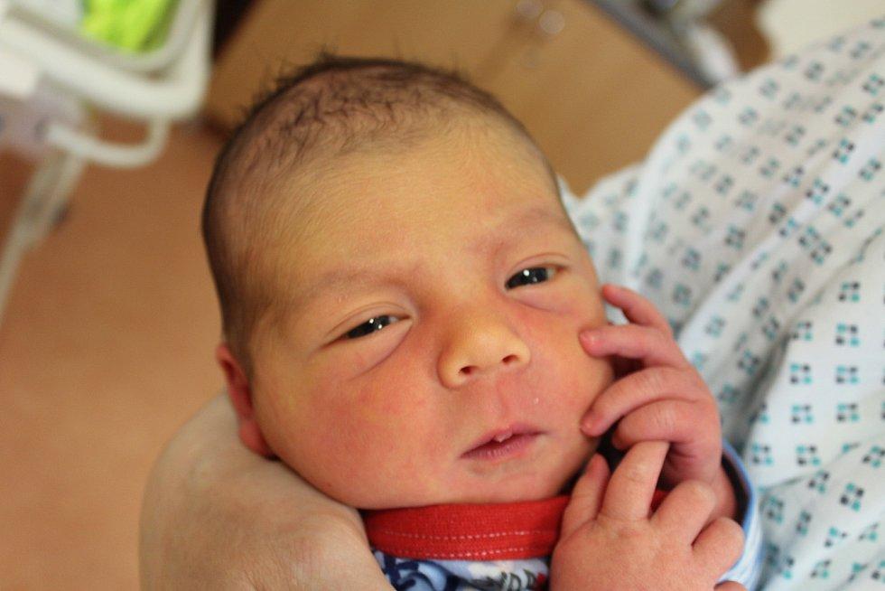 František Koucký zPlzně se narodil vklatovské porodnici 21. února v8:15 hodin (3700 g, 51 cm). Pohlaví svého druhorozeného miminka věděli rodiče Zuzana a Václav dopředu. Na malého brášku se doma těší sedmiletý Vašík.